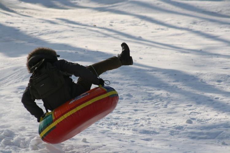 """Два ребенка в Вологде госпитализированы после катания на """"ватрушках"""""""