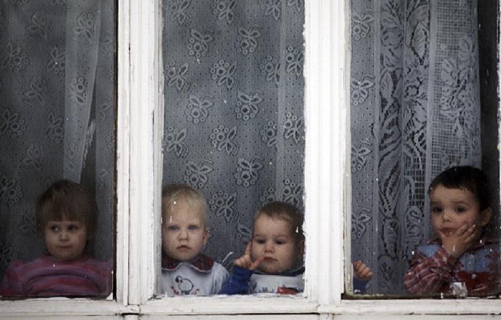 Детские дома пополняются: Приставы забрали у череповчанки семерых детей