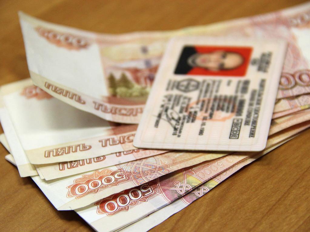 В Вологде задержали водителя, который три года ездил с фальшивыми правами