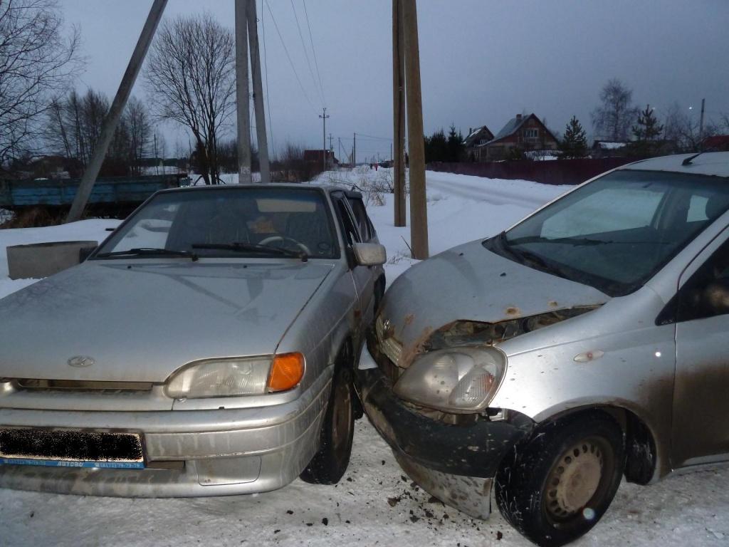 """Из-за водителя-нарушителя за рулем """"Тойоты"""" в Вологодском районе пострадали двое детей"""