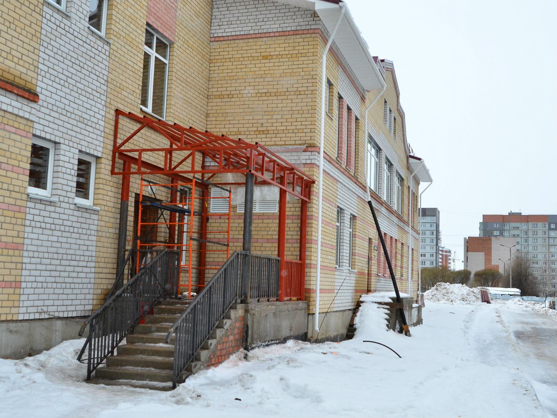 Детские сады на Псковской и Доронинской в Вологде обещают сдать в срок