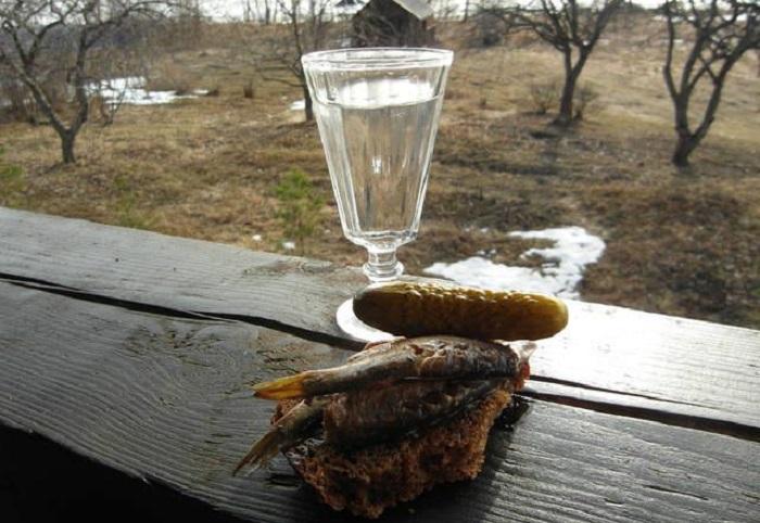 Жители Белозерска украли и пропили табличку с надгробия