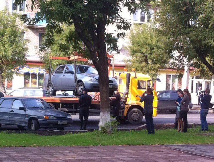 В Череповце должник отказывался отдавать приставам автомобиль: машину он спрятал