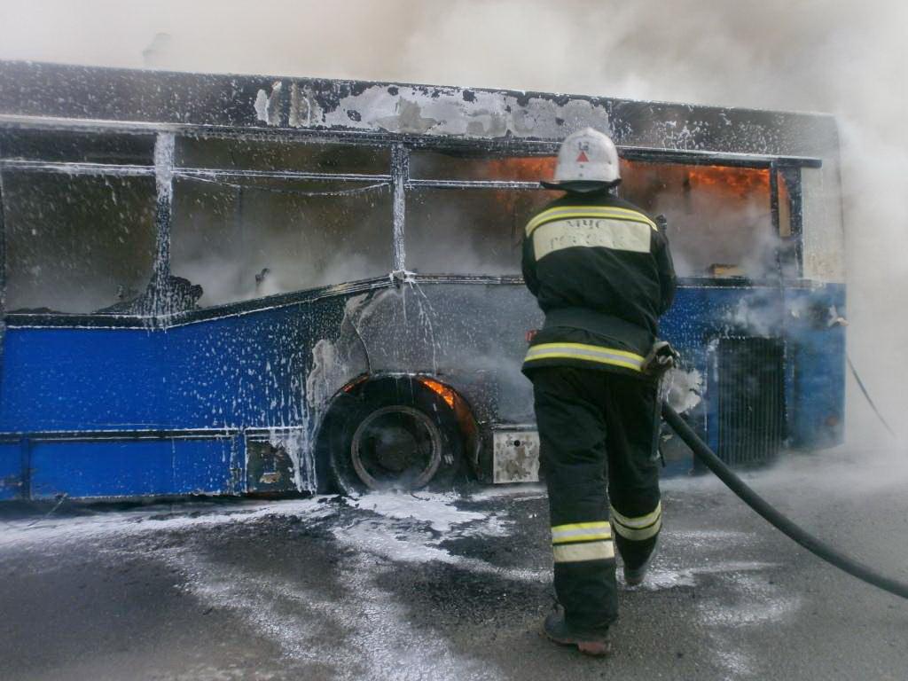 В Череповце загорелся пассажирский автобус