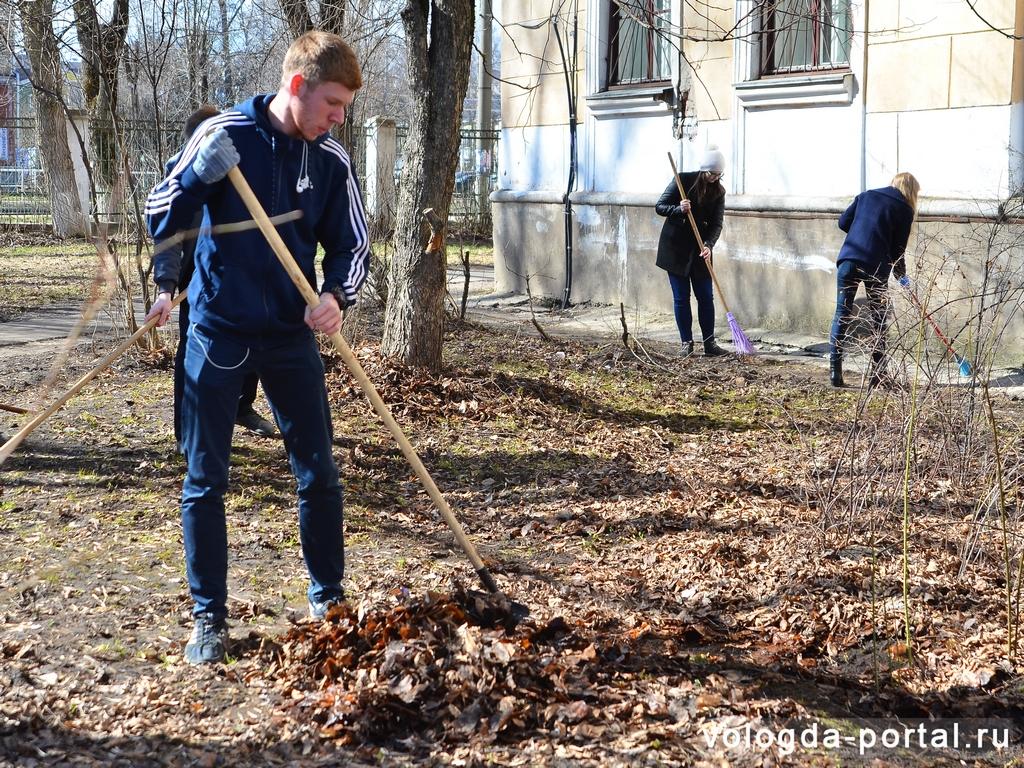 Более 100 тонн мусора вывезли с улиц Вологды