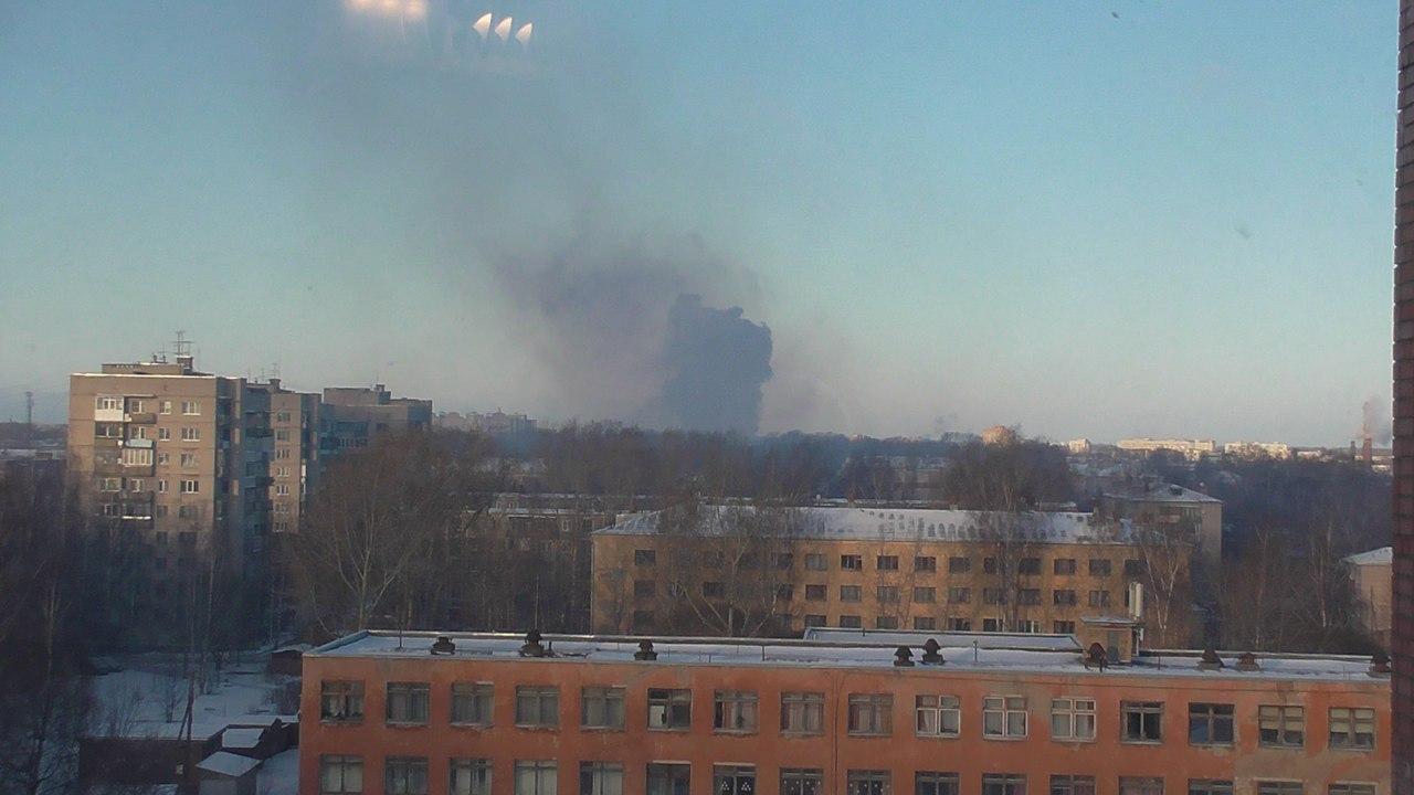 Рядом с парком Ветеранов в Вологде горит деревянная постройка