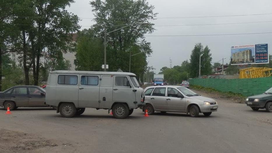 В выходные в Вологде сбили велосипедиста, а в автобусе пострадала девочка