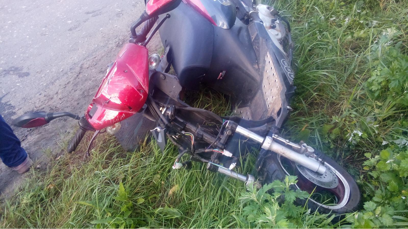 В Устюженском районе пьяный водитель сбил пенсионера на мопеде
