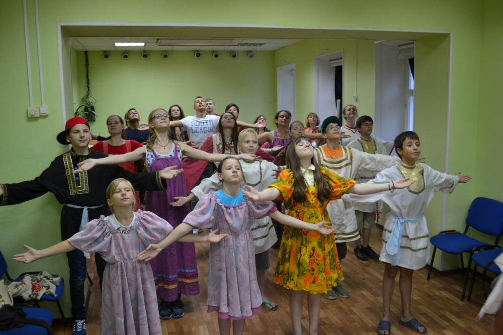 Сербы и французы изучают русский язык в Кириллове