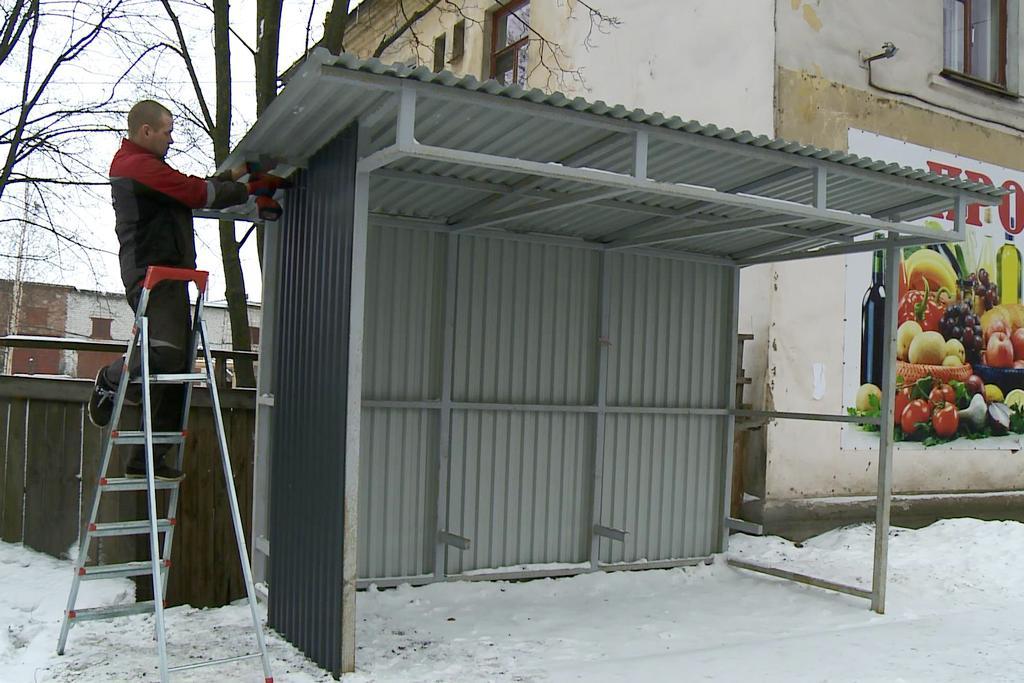 На Козленской в Вологде монтируют железную остановку