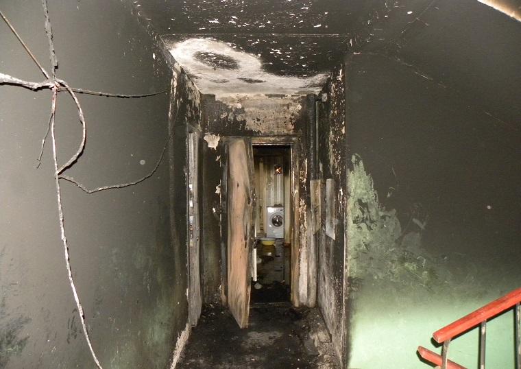 Спасаясь из пожара, вологжанин упал в горящий бензин