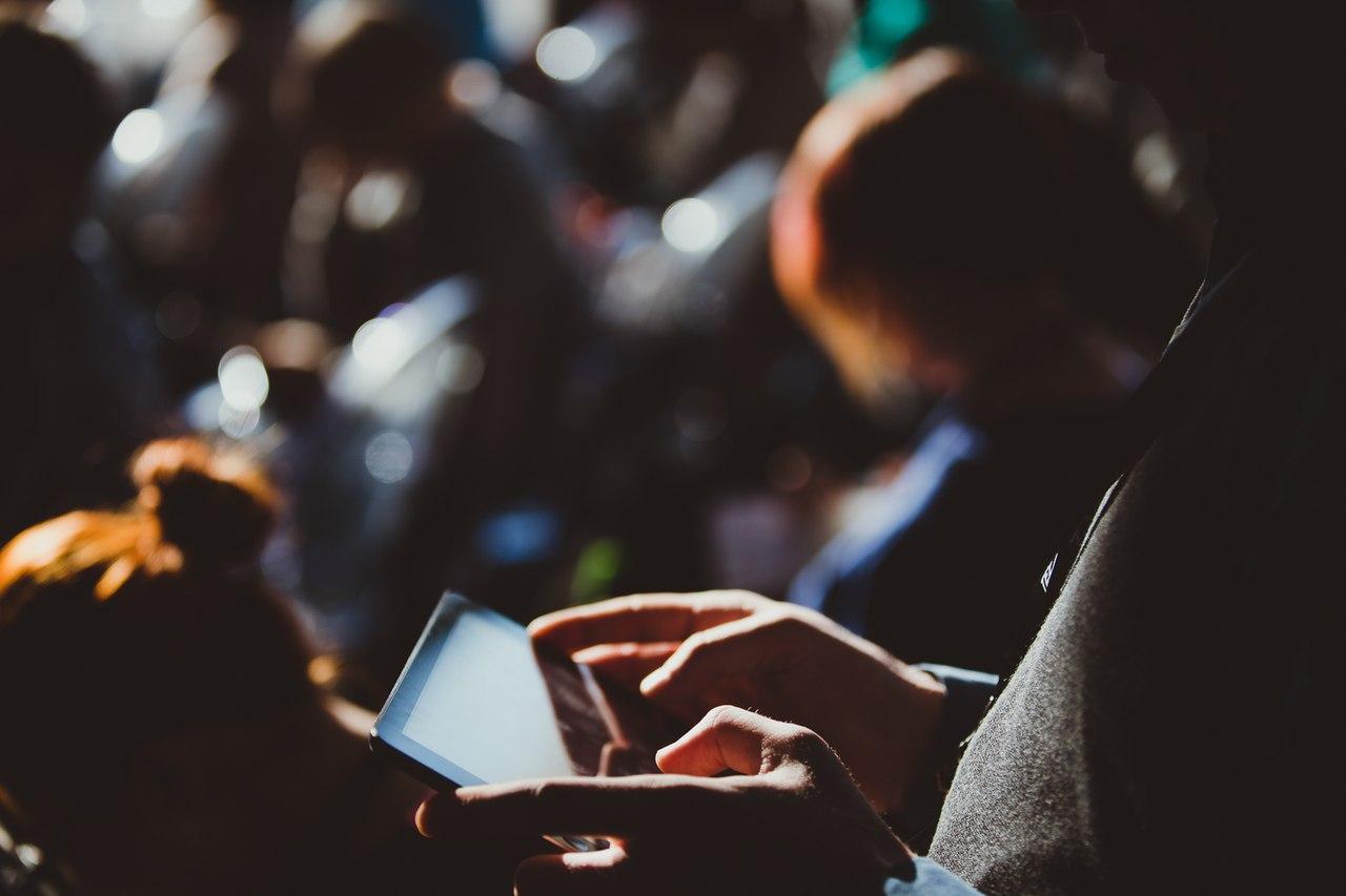 Tele2 организует общественные зоны для зарядки смартфонов в Вологде и Череповце