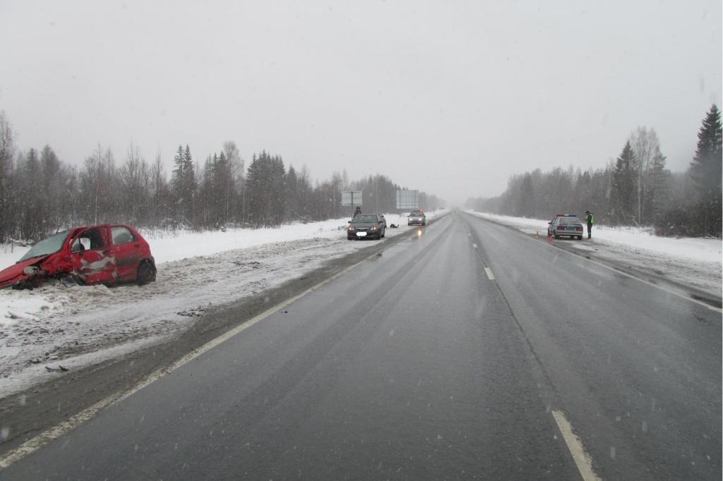 Намёрзший снег на грузовике стал причиной аварии в Вологодской области