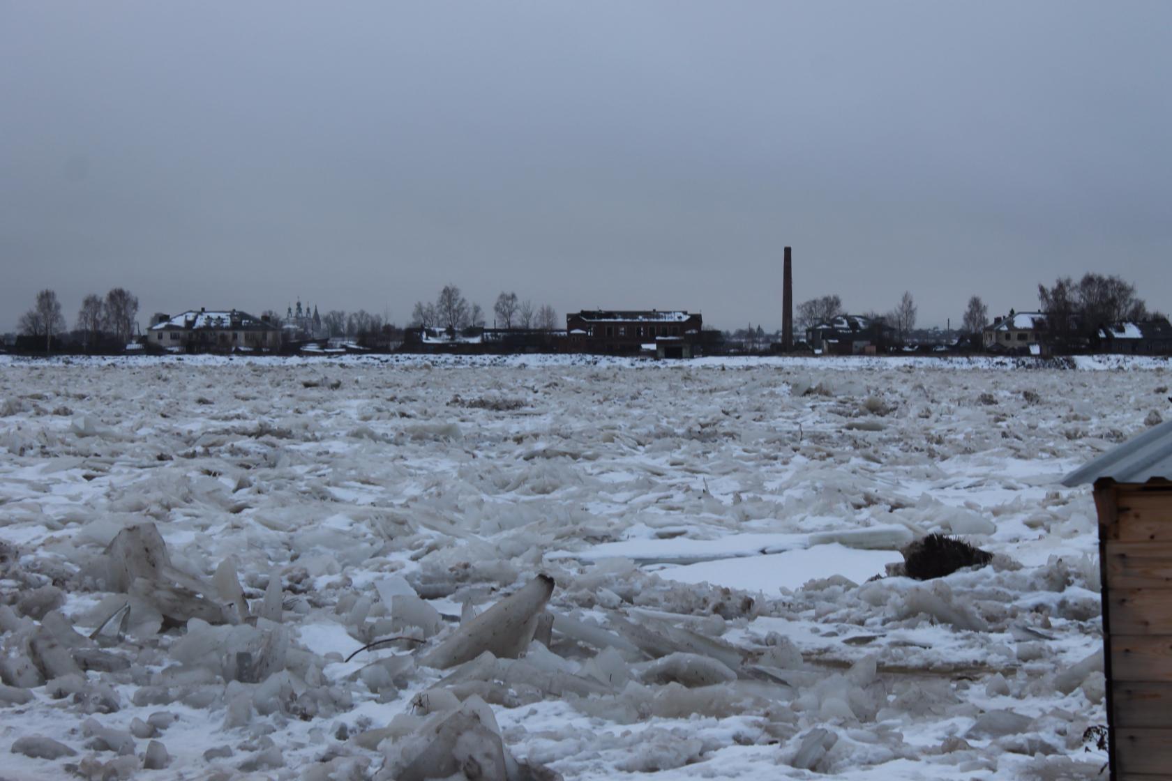 Уровень воды в Сухоне упал на 70 см за 6 часов