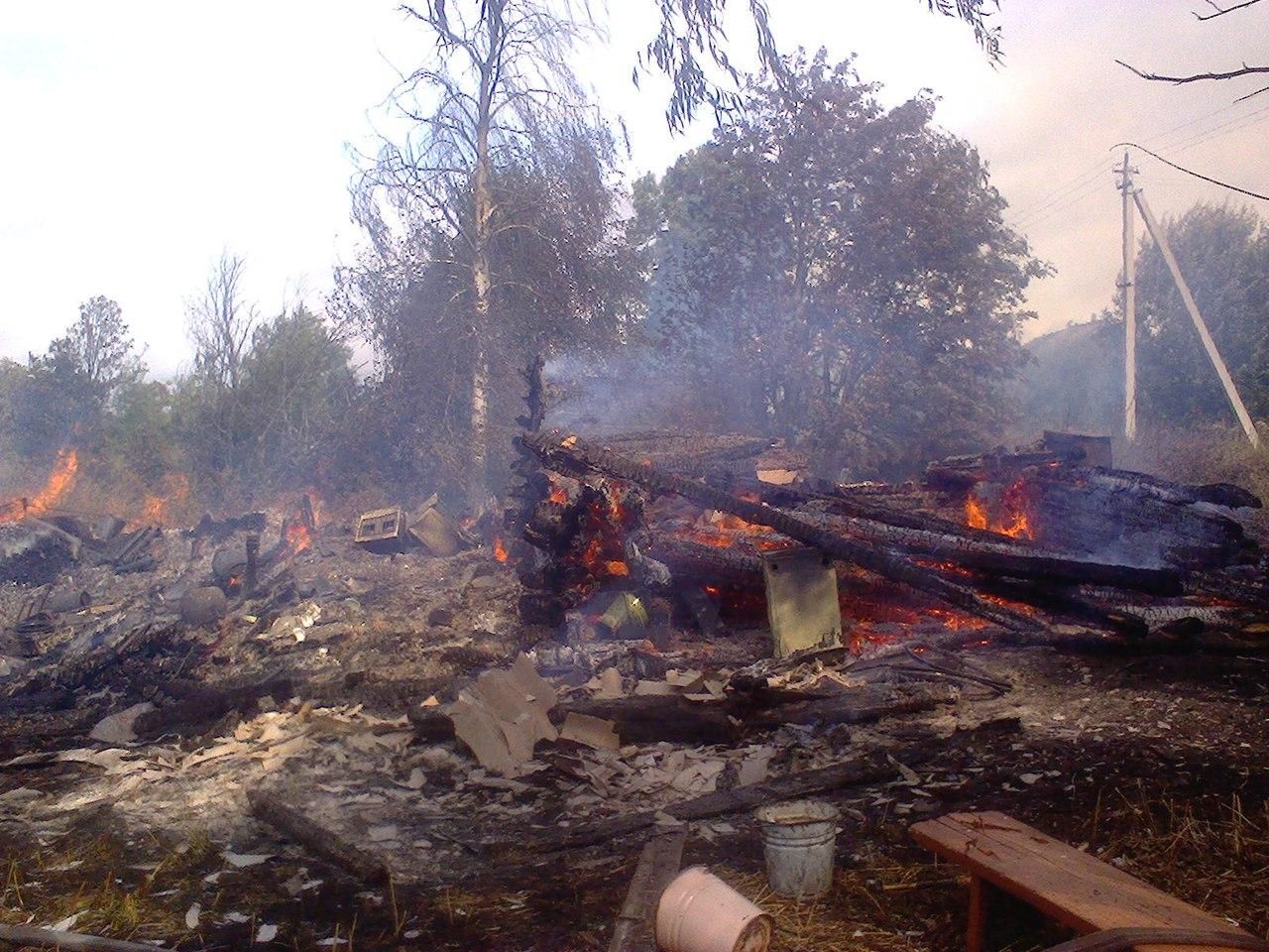 В Кирилловском районе из-за непотушенной сигареты и пьянства хозяина сгорел дом