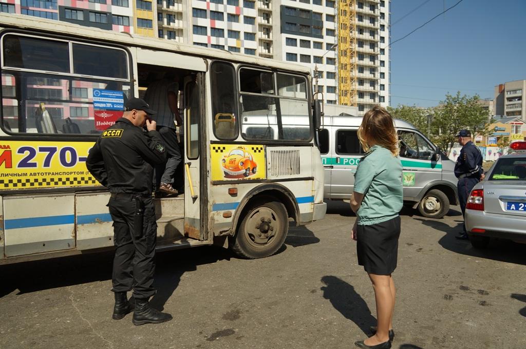 В Вологде приставы арестовали за долги автобус № 9