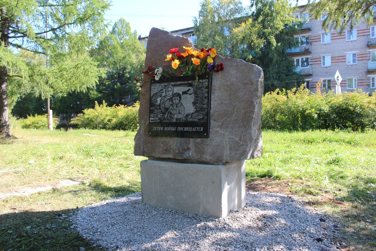 В Вытегре появился памятный знак «Детям войны посвящается»