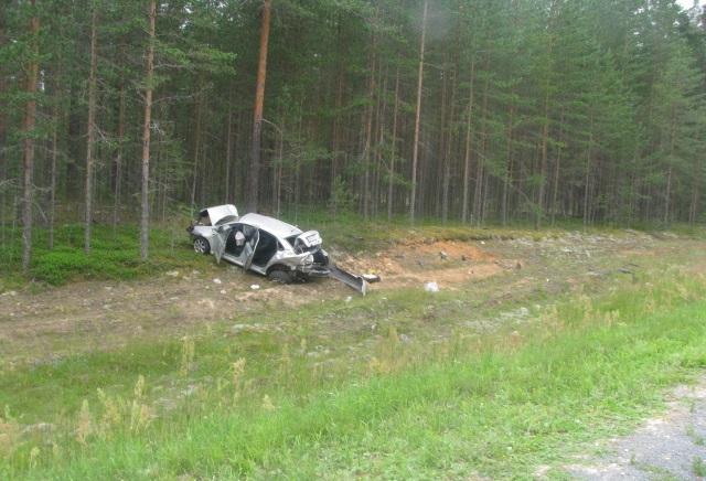 В Чагоде в кювет съехала иномарка: погибла пассажирка