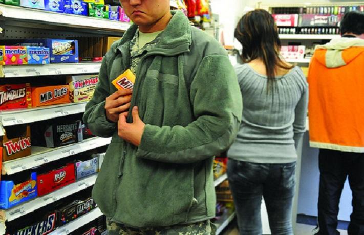 В Череповце мужчины крадут в магазинах для своих девушек и жен подарки на 8 марта