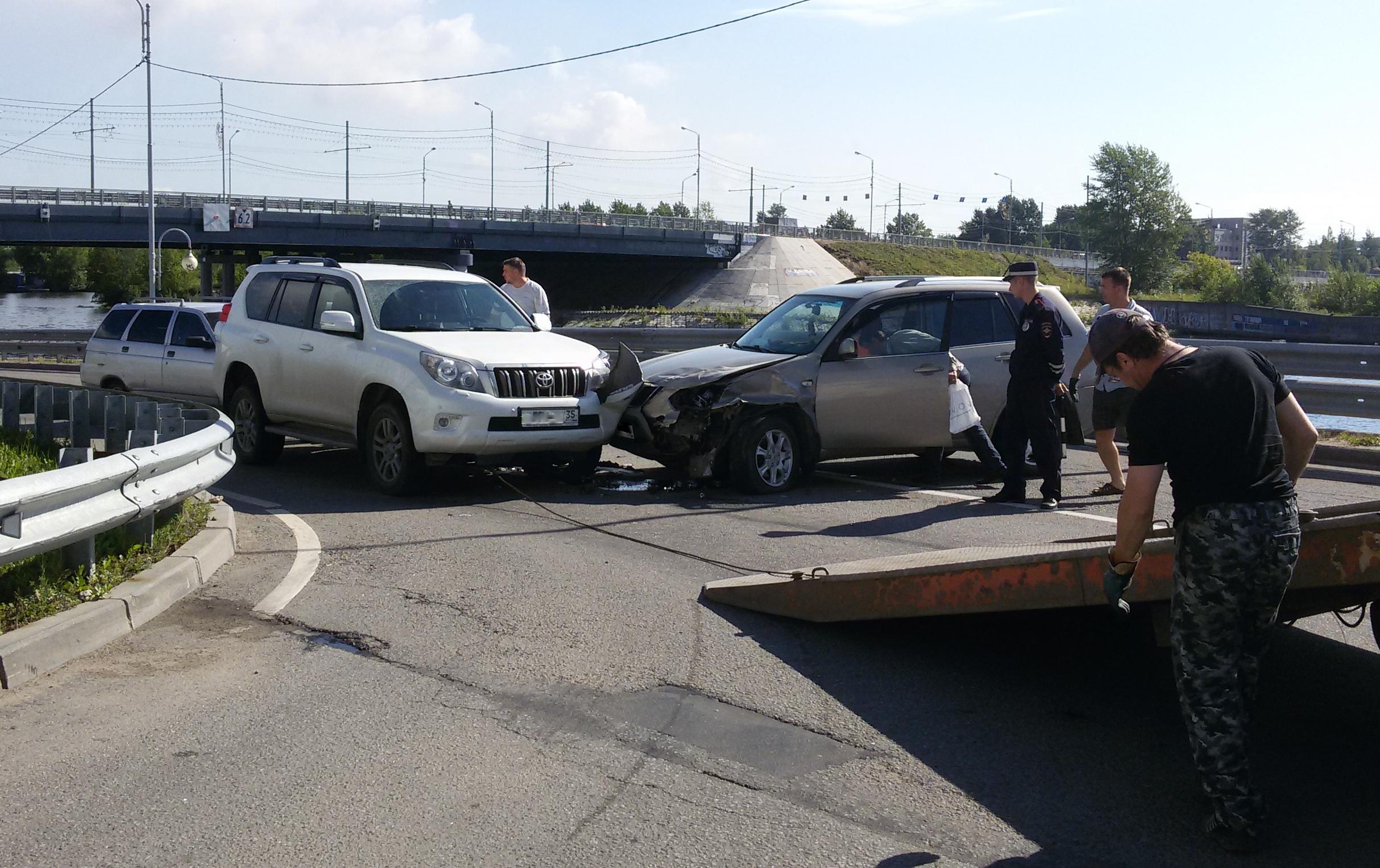 В ДТП из 4 машин в Череповце пострадали два человека