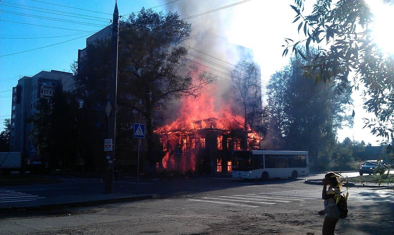 В центре Вологды сгорел еще один расселенный деревянный дом