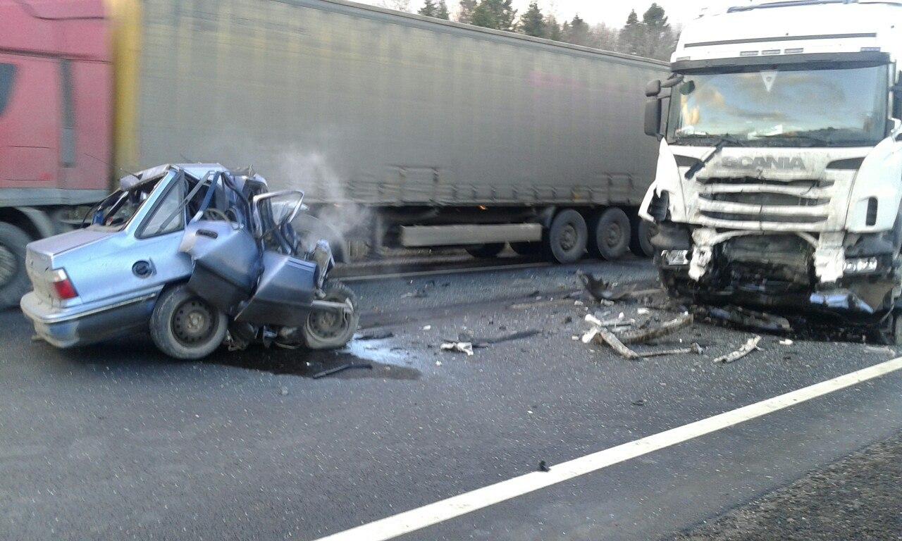 Смертельное ДТП в Грязовецком районе: «Нексия» расшиблась о грузовик