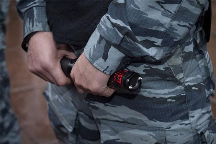 В Череповце осудили полицейского, «усмирявшего» задержанного электрошокером