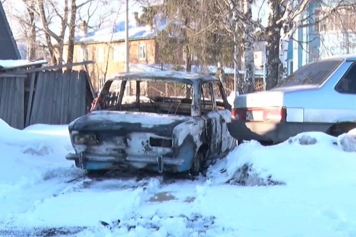 После неудачной попытки украсть банкомат в Вологодской области воры подожгли машину