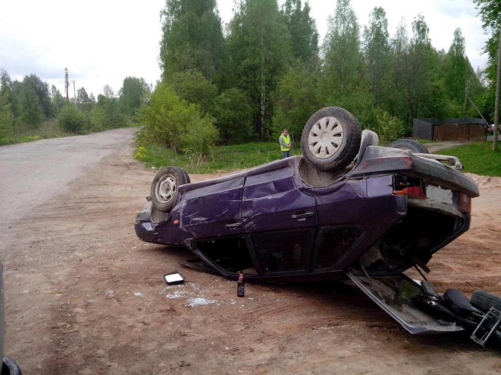 В Вытегорском районе перевернулся ВАЗ: водитель пытался скрыться от ГИБДД