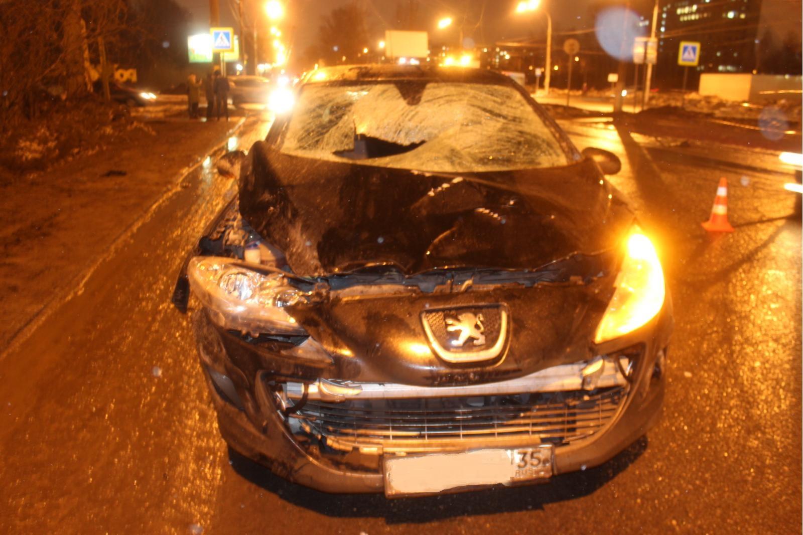 """В Вологде девушка за рулем «Пежо» насмерть сбила пешехода на """"зебре"""""""