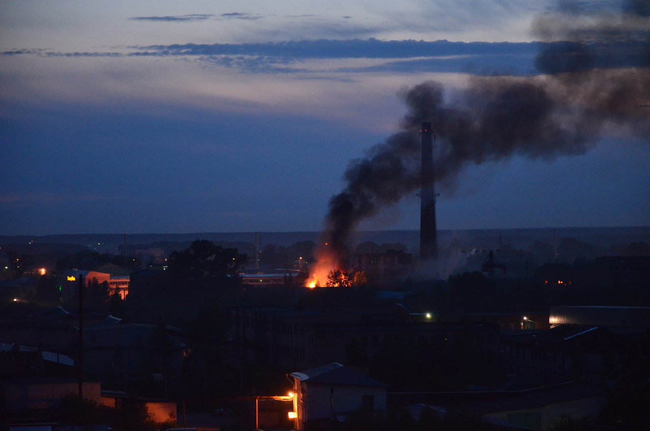 На территории станкостроительного завода в Вологде произошел пожар