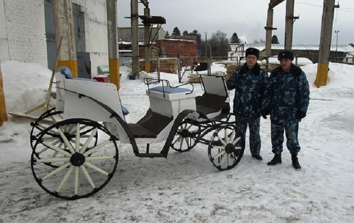Заключенные колонии в Соколе отреставрировали старинную карету