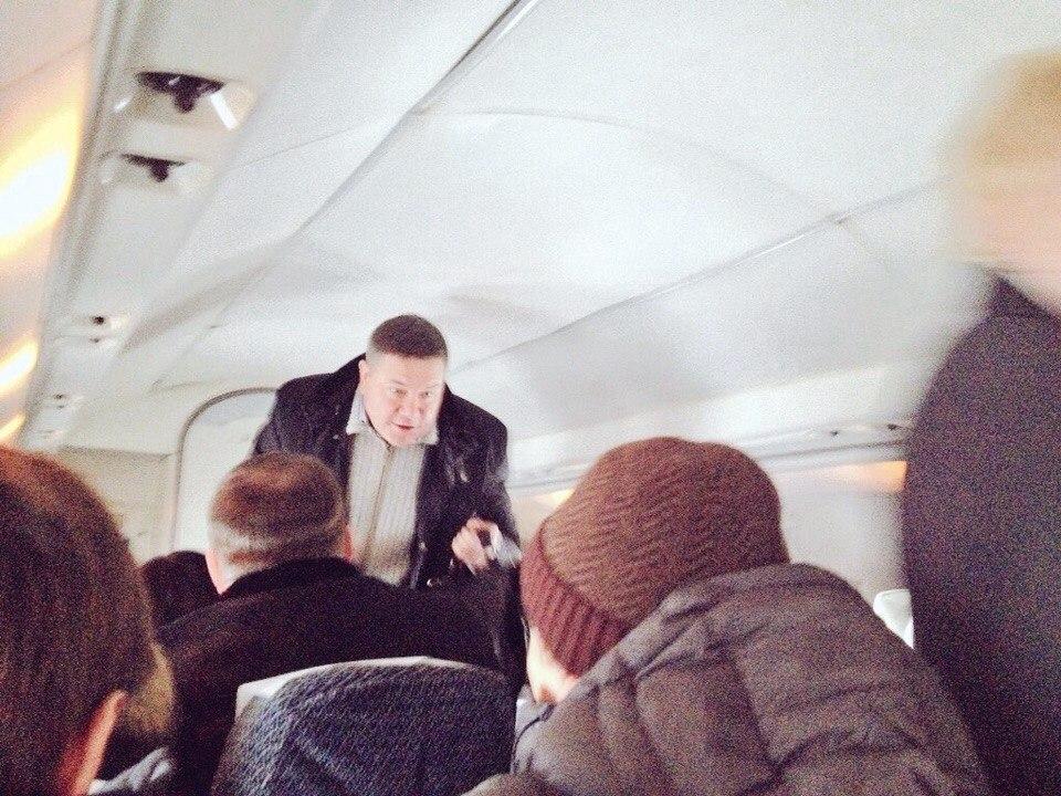 Вологодского губернатора заметили в обычном рейсовом самолёте