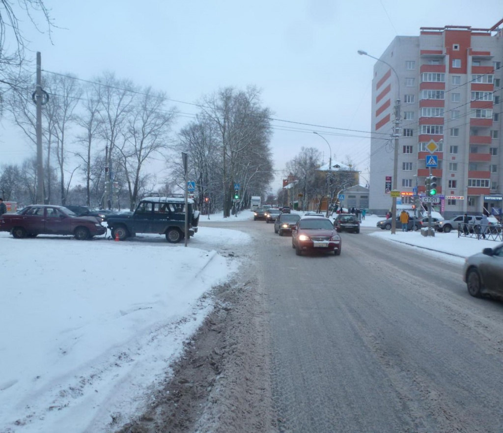 В Вологде пьяный водитель без прав стал виновником ДТП с пострадавшим