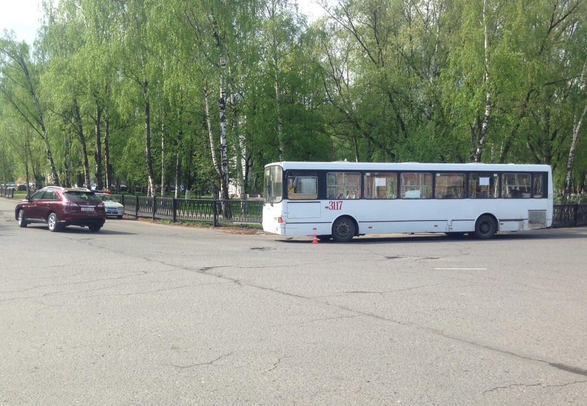 Вологжанка за рулем «Лексуса» врезалась в автобус «ЛИАЗ»