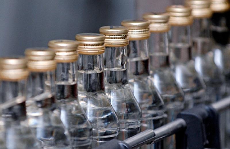 В Вологодском районе задержали машину с 1500 бутылками поддельной водки