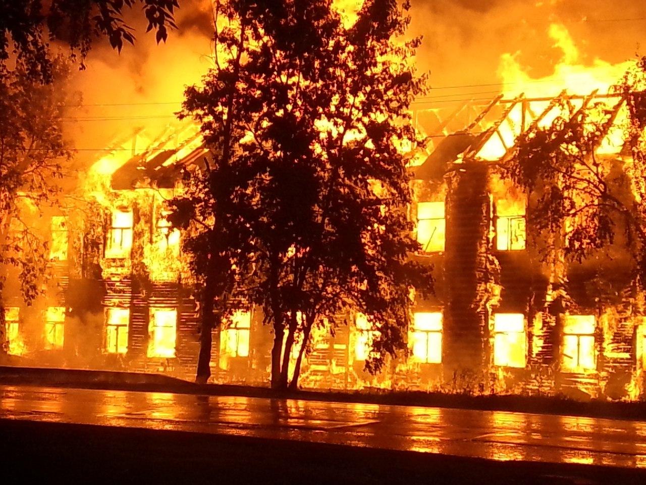 В Вологде сгорел еще один расселенный дом, не снесенный вовремя