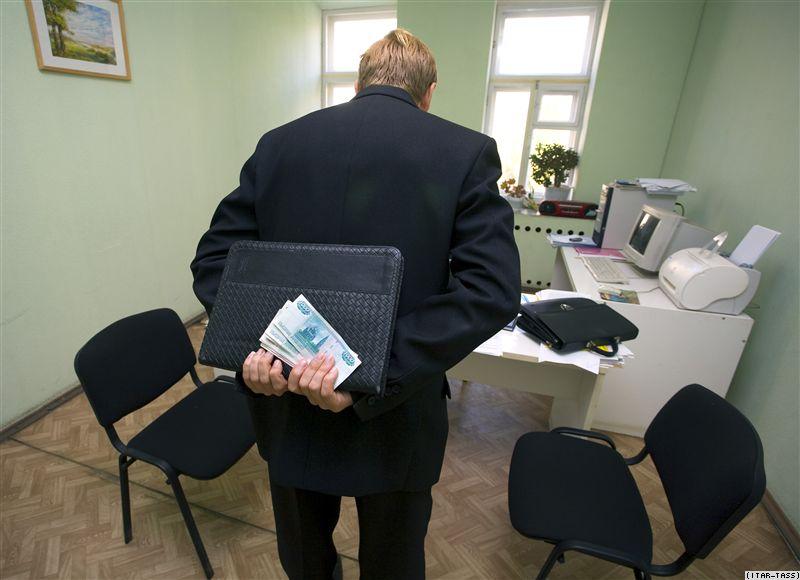 Путин подписал закон, сокращающий минимальные штрафы за взятки