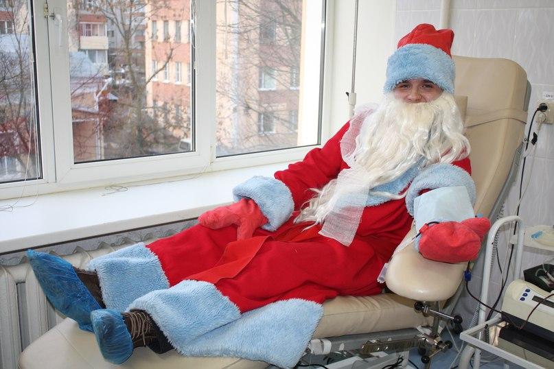 Дед Мороз сдал кровь в Вологде