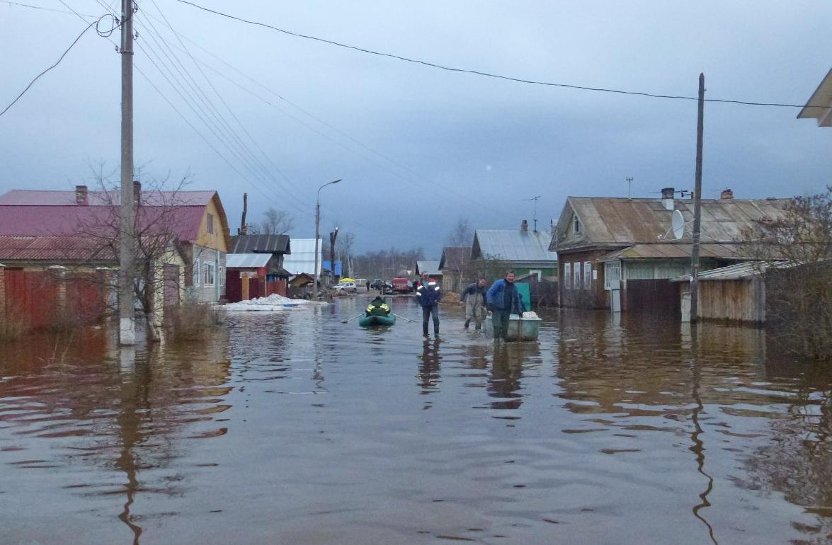 Половодье в Великоустюгском районе: уровень воды нестабилен, за ночь многие дома затопило