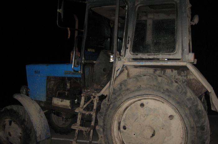 Пьяные жители Липина Бора угнали трактор, чтобы уехать в Вытегру