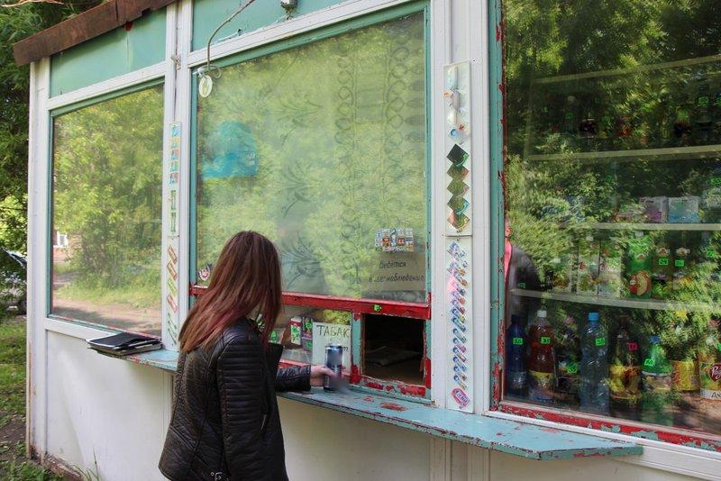В Вологде два ларька незаконно торговали алкоголем в День молодежи