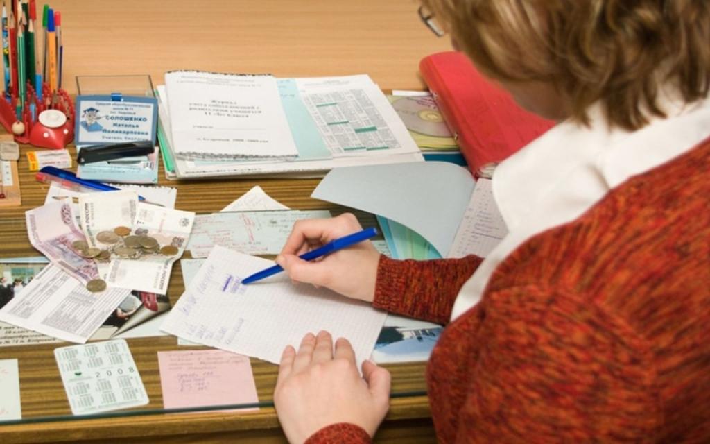 Низкие зарплаты вологжан в здравоохранении и образовании пообещали повысить до конца 2015 года