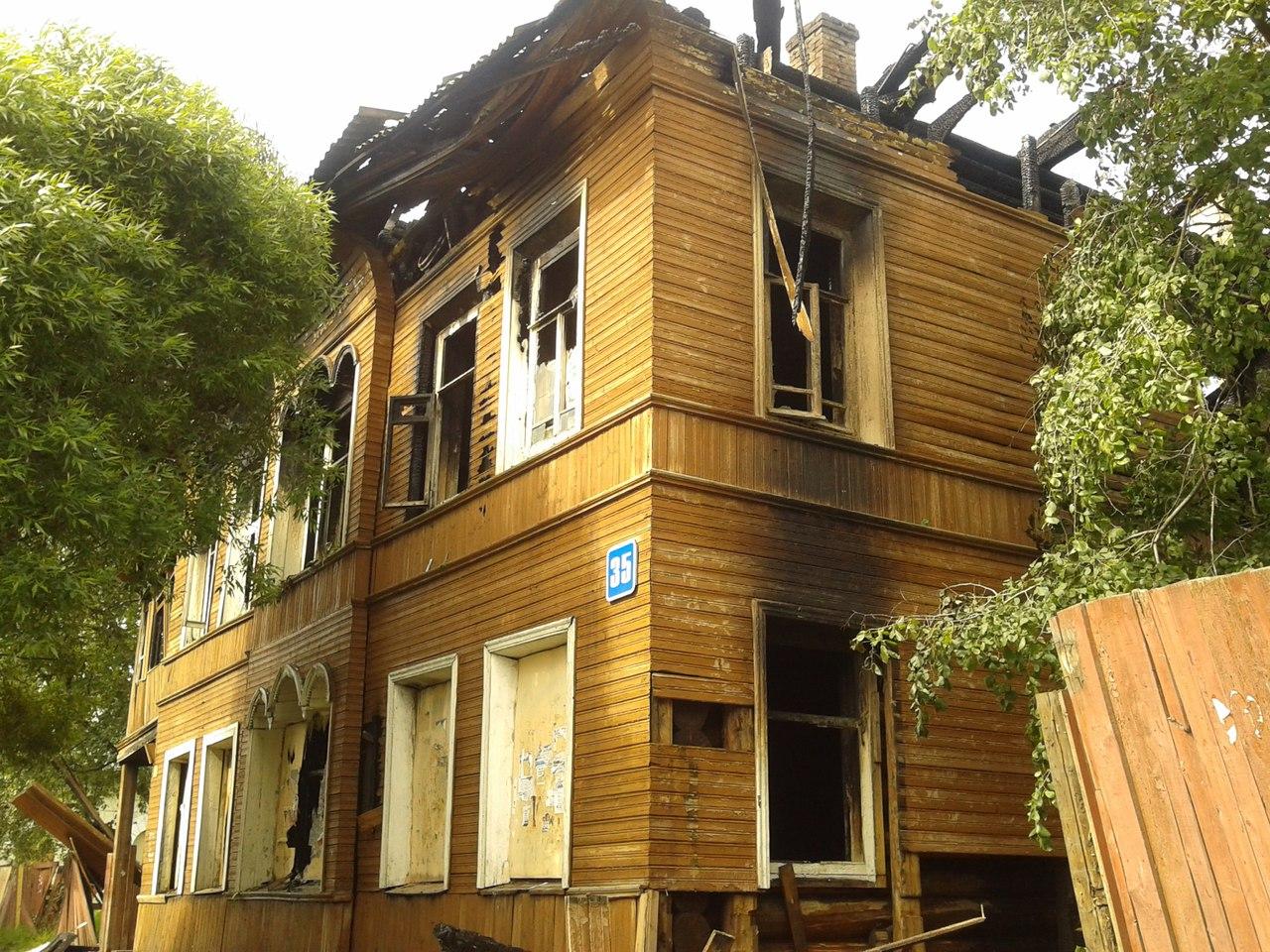 В Вологде ночью загорелся деревянный дом XIX века