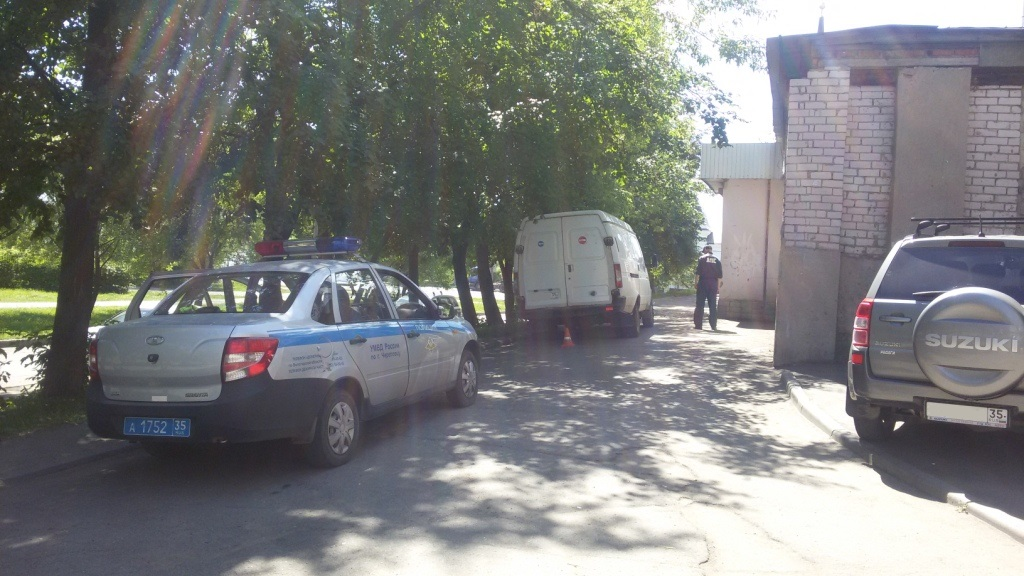 В Череповце водитель «ГАЗели», двигаясь задним ходом, сбил пенсионерку