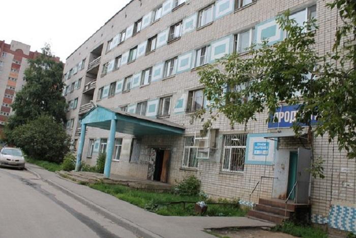 В Вологде 6-летняя девочка, которую оставили дома одну, чуть не выпала из окна