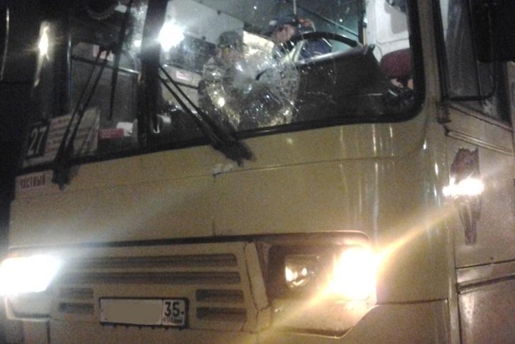 В Череповце автобус сбил подростка, перебегавшего дорогу вне пешеходного перехода