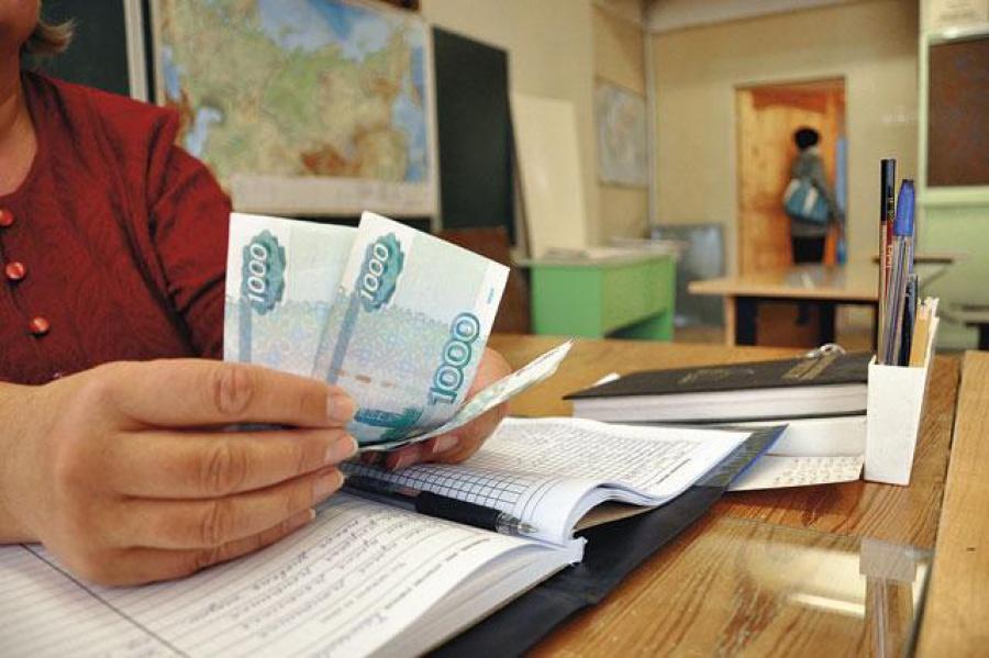 Начальник управления образования Шекснинского района незаконно получала зарплату учителя