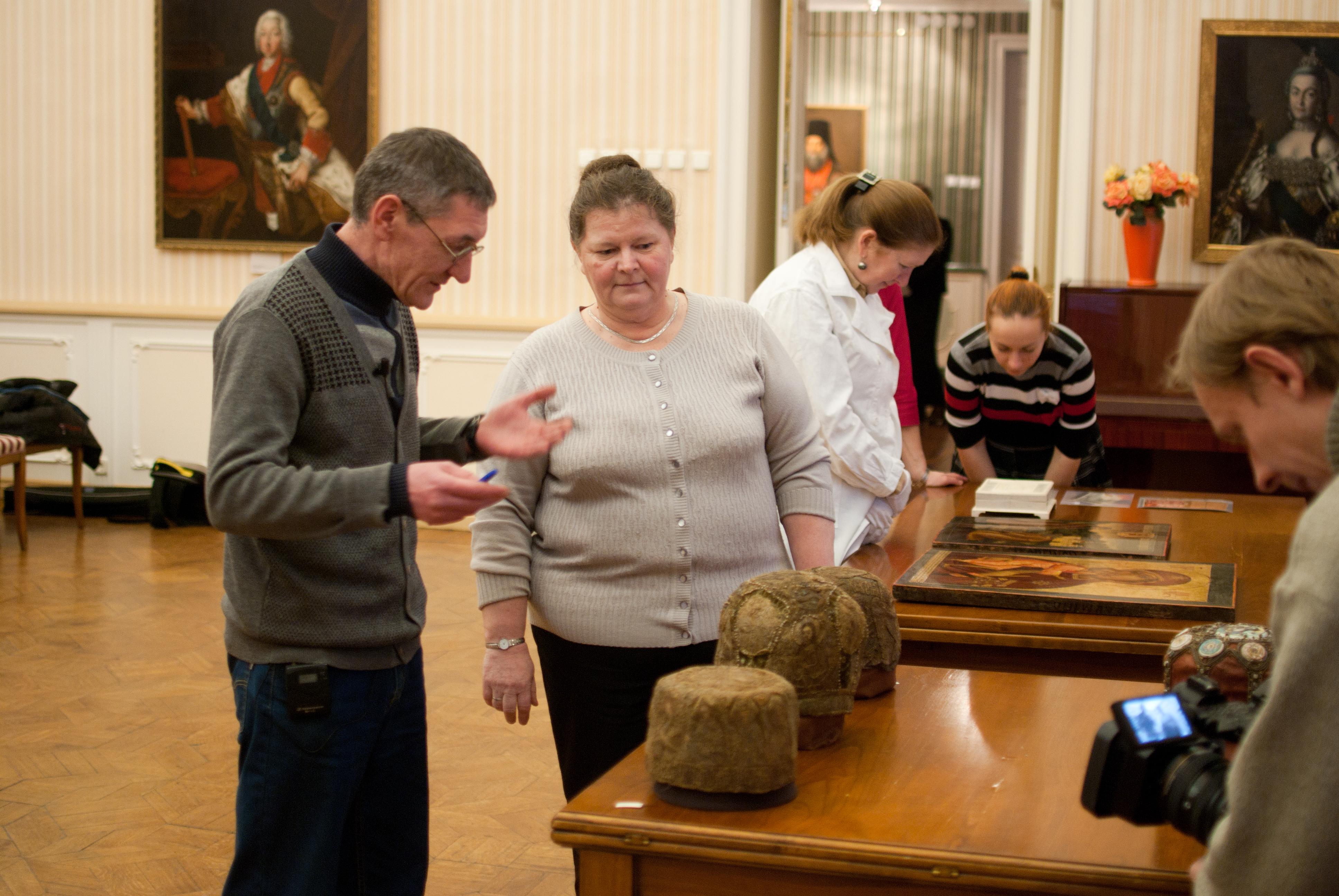 В Вологодский музей вернулись отреставрированные иконы и митры святителей