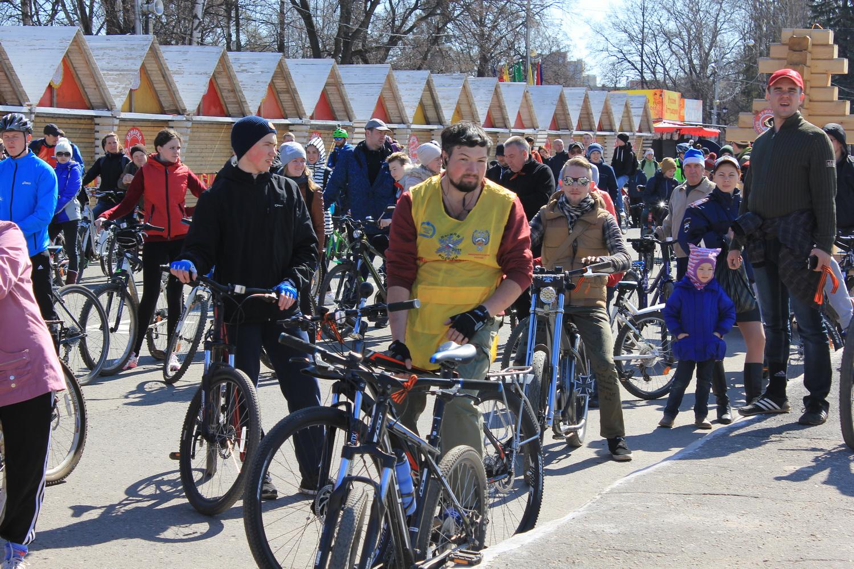 Более 300 человек открывали велосезон в Вологде